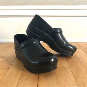 🌟 Dansko Clog Size 38 (7.5-8)